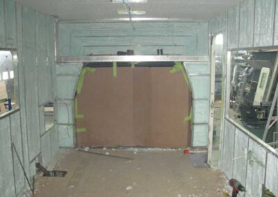 Étape no 12.1, Isolation complète de l'intérieur de l'habitacle et installation du plafond, vue avant.