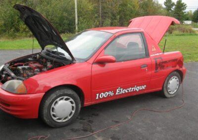 Exhibition de la voiture électrique de coté fabriqué par la Ferblanterie LM Bertrand