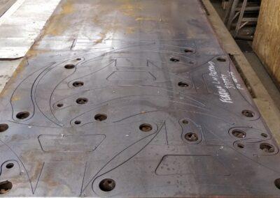 Découpe sur table plasma dans de l'acier 3/8