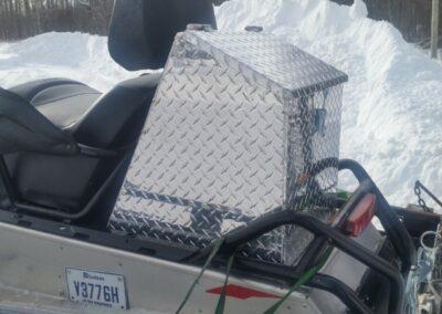 Coffre arrière banquette pour motoneige