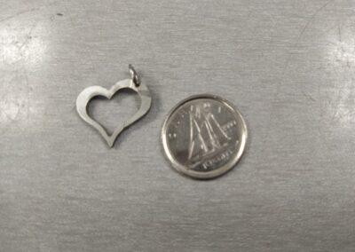 Médaillon en forme de cœur pour une chainette en acier inoxydable